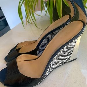 Summer wedge with a difference. Navy, black, white